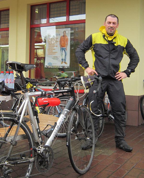 Александр Васильев и его шоссейник. Александр держал тогда прекрасный вело-сайт, который потом снес