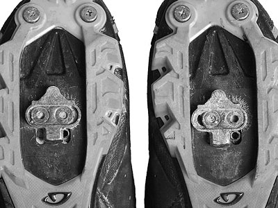 Different cleat position in each shoe